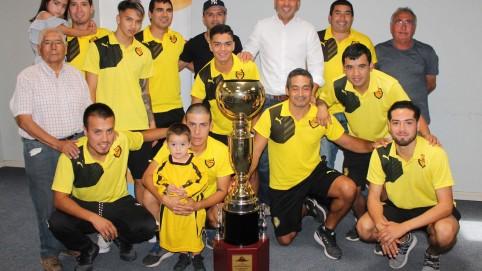 ALCALDE IVAN CAMPOS SALUDA A CLUB BELLA ESPERANZA