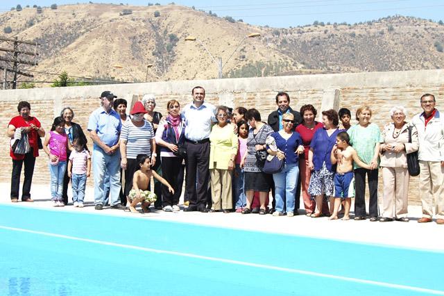 Alcalde gebauer inauguro taller de nataci n para adultos for Piscinas ramirez